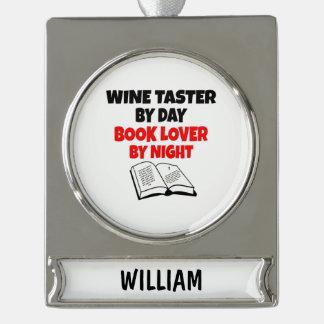 Catador del vino del aficionado a los libros adornos navideños plateados