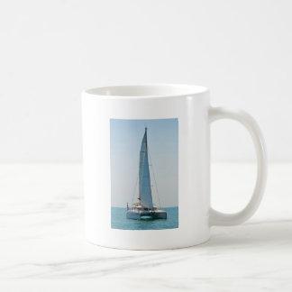 Catamarán Clara de la navegación Tazas De Café