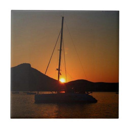Catamarán en la puesta del sol Ibiza.JPG Azulejo Ceramica