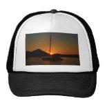Catamarán en la puesta del sol Ibiza.JPG Gorro