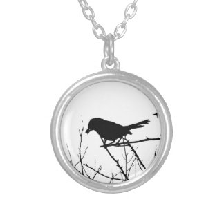 Catbird blanco y negro de la silueta en rama colgante redondo