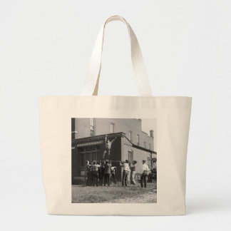 Catch Me If You Can: 1920 Bags