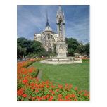 Catedral blanca de Notre Dame, flores de París Postal