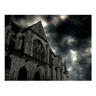 catedral con el cielo dramático tarjeta postal