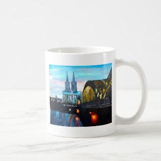Catedral de Colonia con Hohenzollernbridge Tazas De Café