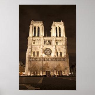 Catedral de Notre Dame en la noche Póster