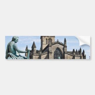 Catedral de St Giles y estatua de David Hume Etiqueta De Parachoque