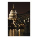 Catedral del St Pauls y el puente del milenio Fotografía