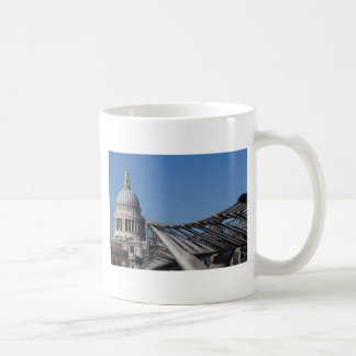 Catedral del St Pauls y el puente del milenio Tazas