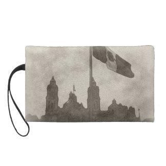 Catedral en el Zocalo del DF con la Bandera 6 Wristlet