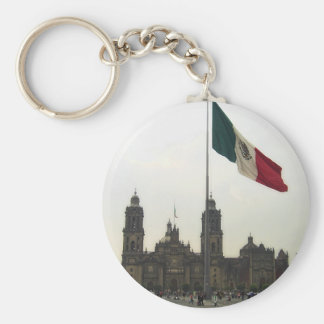 Catedral en el Zocalo del DF con la Bandera Basic Round Button Keychain