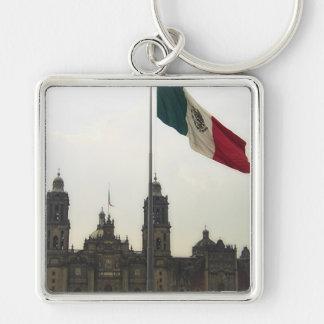 Catedral en el Zocalo del DF con la Bandera Mexica Silver-Colored Square Keychain