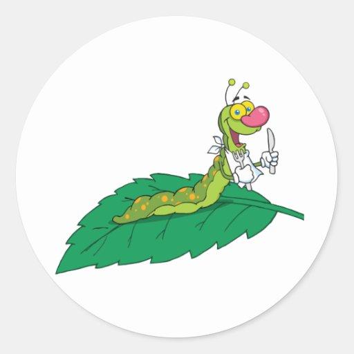 Caterpillar feliz en una hoja pegatina redonda