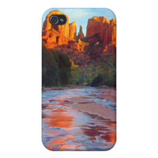 Cathedral Rock reflecting in Oak Creek at Sunset iPhone 4/4S Case
