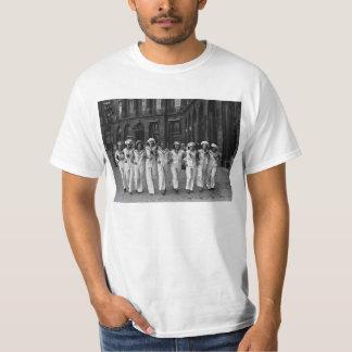 Catherinettes rue de la Paix Paris France 1932 T-shirt