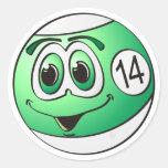 Catorce dibujos animados de la bola de piscina etiqueta redonda
