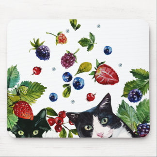 Cats and berries Mousepad