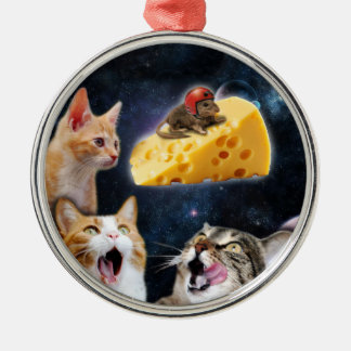 Cats and the mouse on the cheese metal ornament