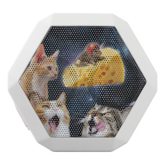 Cats and the mouse on the cheese white bluetooth speaker