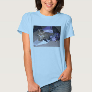 Cats like to be comfertable too. T-Shirt