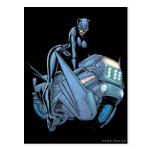 Catwoman y bici tarjeta postal