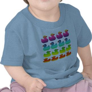 Caucho Duckies del arco iris Camisetas