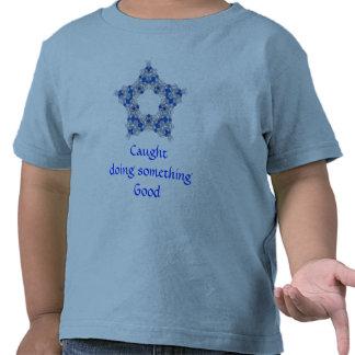 Caught que hace algo camisa del niño