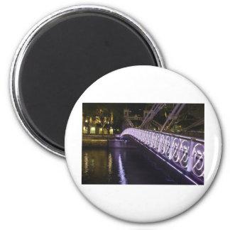 cavenagh bridge, singapore magnet