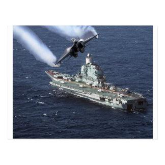 Caza a reacción sobre el barco de la Armada Postales