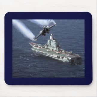 Caza a reacción sobre el barco de la Armada Alfombrilla De Raton