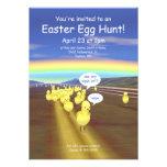 Caza amarilla del huevo de Pascua del camino del p Invitacion Personal