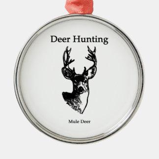 Caza de los ciervos (dólar del ciervo mula) adorno redondo plateado