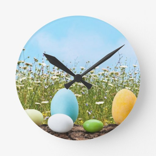 Caza de los huevos de Pascua Reloj De Pared