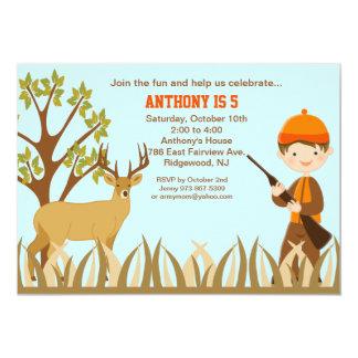 Caza del muchacho en la invitación del cumpleaños invitación 12,7 x 17,8 cm