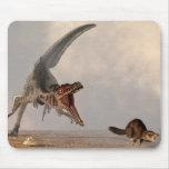 Caza del Velociraptor Alfombrillas De Raton