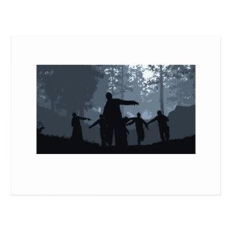Caza del zombi en el bosque tarjetas postales