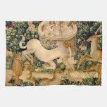 Caza medieval de las tapicerías del unicornio toalla de mano