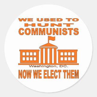 Cazábamos a comunistas ahora que los elegimos pegatina redonda
