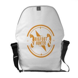 Cazador anaranjado de Bigfoot Bolsas De Mensajería
