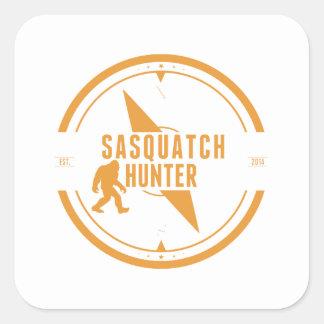 Cazador anaranjado de Sasquatch Calcomanía Cuadrada Personalizada