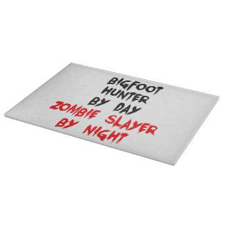 Cazador de Bigfoot del asesino del zombi Tabla De Cortar