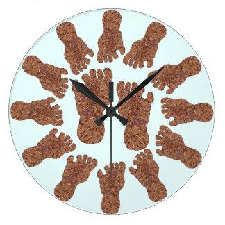 Cazador de la criatura de Bigfoot Sasquatch Yeti Reloj Redondo Grande