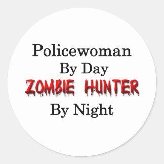 Cazador de la mujer policía/del zombi pegatina redonda