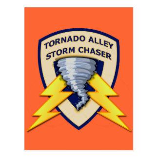 Cazador de la tormenta del callejón de tornado tarjeta postal