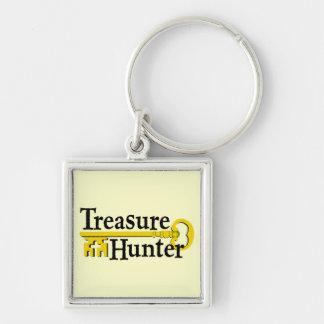 Cazador de tesoros con llave del oro llaveros