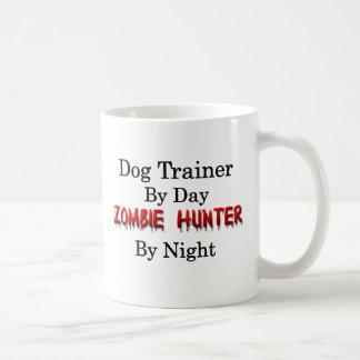 Cazador del adiestrador de perros/del zombi taza clásica