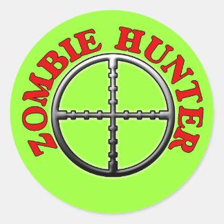 Cazador del zombi con los retículos pegatina redonda