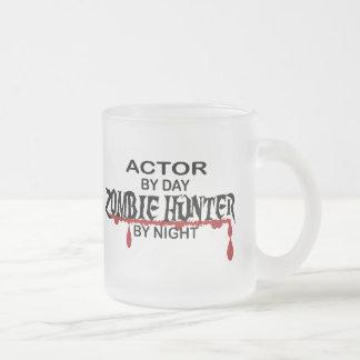 Cazador del zombi del actor por noche taza de cristal