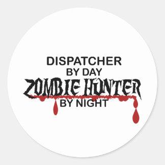 Cazador del zombi del despachador pegatina redonda