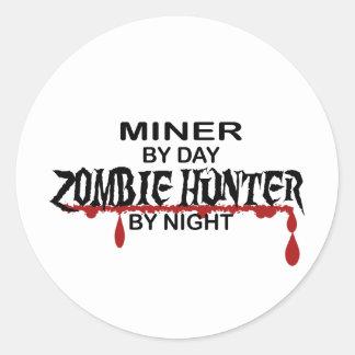 Cazador del zombi del minero pegatina redonda